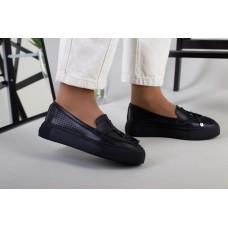 Слипоны женские кожаные черного цвета с перфорацией