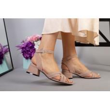 Босоножки женские велюровые бежевые на небольшом каблуке