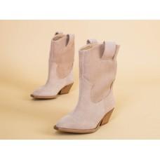 Ботинки женские замшевые бежевого цвета, на байке