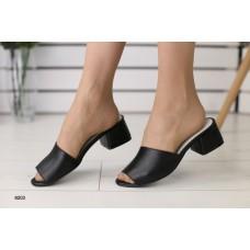 Женские кожаные закрытые шлепанцы на каблуке 39