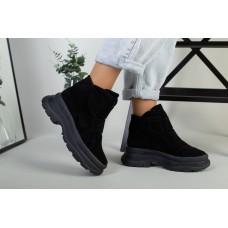 Ботинки женские замшевые черные на липучках демисезонные