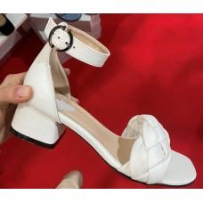 Босоножки женские кожаные белые на каблуке