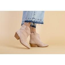 Ботинки женские замшевые бежевые на небольшом каблуке