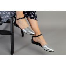 Женские кожаные серебристые балетки с черной вставкой 39