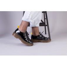 Женские черные лаковые туфли
